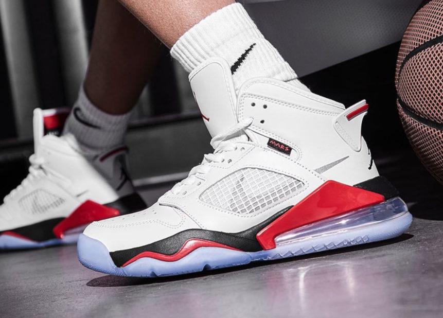 Jordan Mars 270 White Fire Red (41-45)