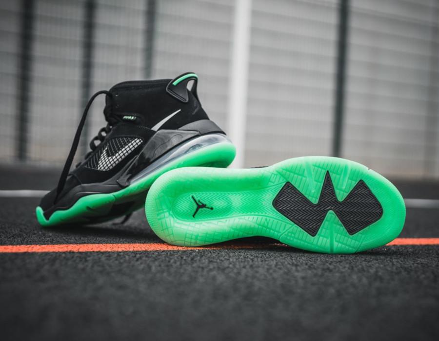 Jordan-Mars-270-noire-et-verte-0-1