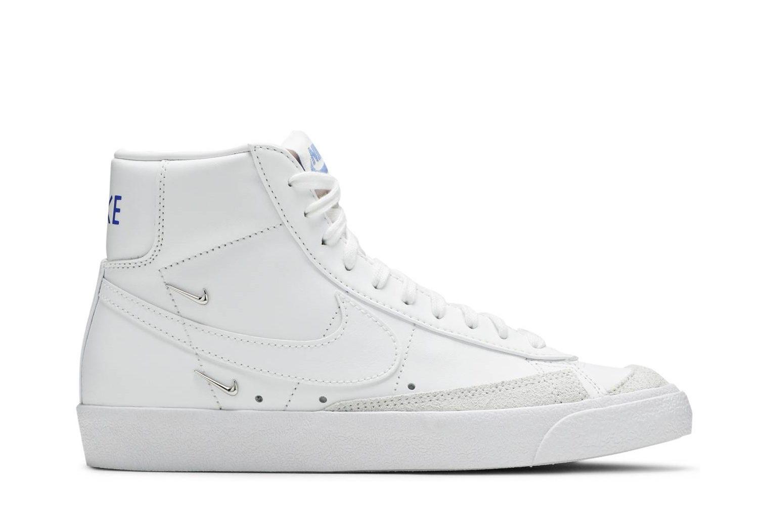 5Krossovki-Nike-Blazer-Mid-77-SE-Sisterhood-White-e1625782362467
